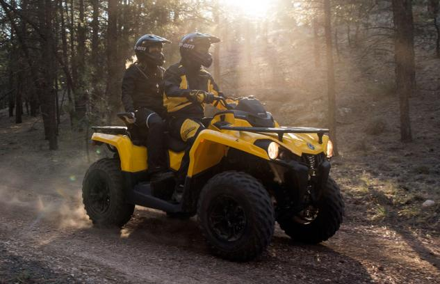 2015-Can-Am-Outlander-L-450-MAX-Action-02.jpg