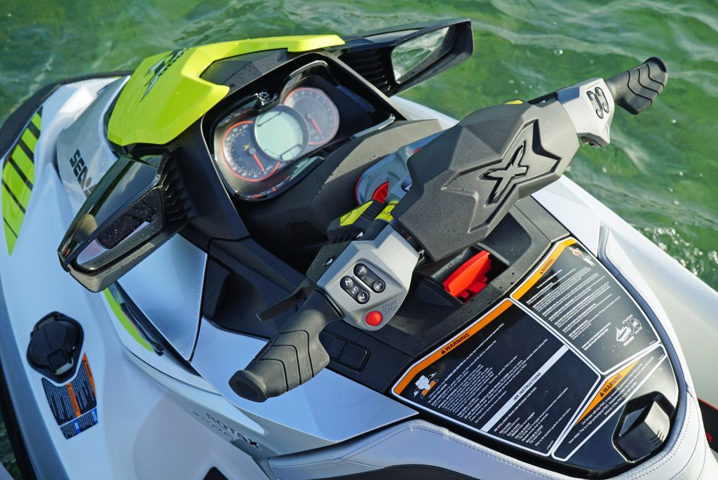 2016-Sea-Doo-RXT-X-300-DETAILS-AES-and-PalmRest_site.jpg