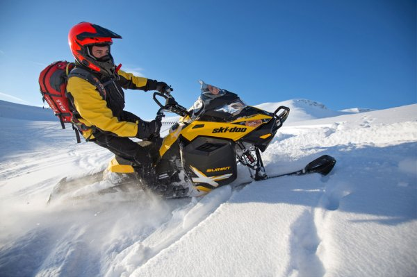 Обучение езде на снегоходе в горных условиях