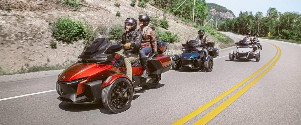 При покупке трицикла Can-Am SPYDER до 30 апреля получи аксессуары на 100.000 рублей в подарок!